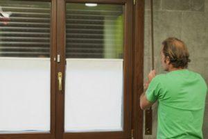 Cómo arreglar una persiana descolgada, paso a paso