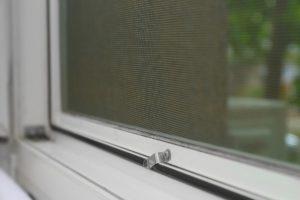 Cómo cambiar la tela de una mosquitera enrollable, los pasos imprescindibles