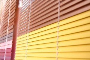 Cómo arreglar las persianas enrollables